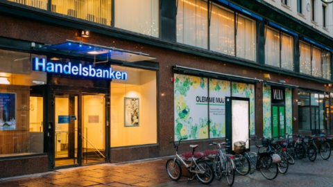 Svenska Handelsbanken to cut 1000 staff and 180 branches