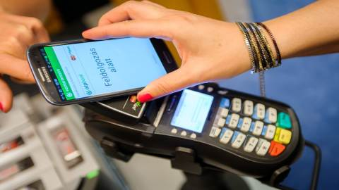 Apple condemns German rule change on mobile payments